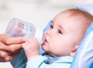 Водата е най-добрата напитка за бебето
